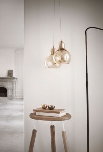 Two of the Mega Bulb SR2 pendants by &tradition work beautifully in this nook