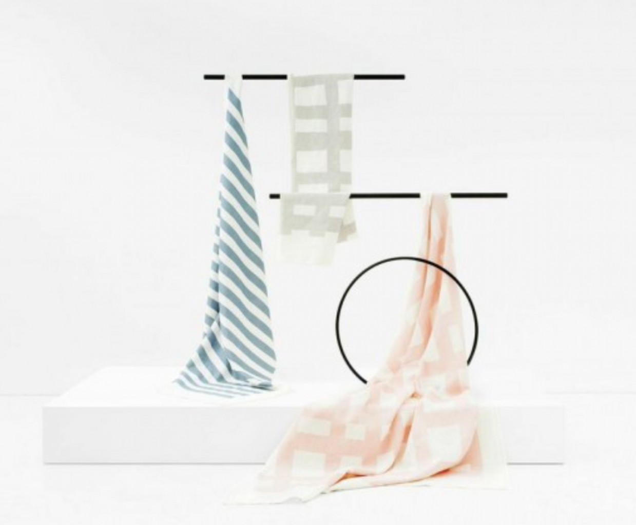 New throws by Kate & Kate are hand screen printed on 100% linen. Use them as a blanket, beach throw, picnic rug or table cloth.