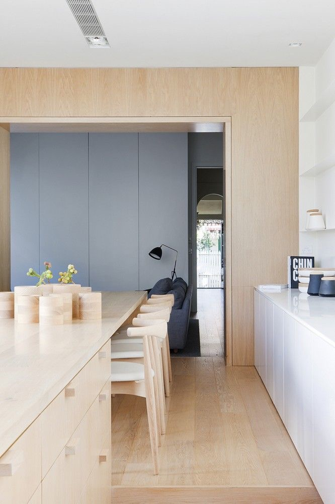 The Alfred St residence by Studio Four blends kitchen and dining/entertaining beautifully. Photography by Shannon McGrath
